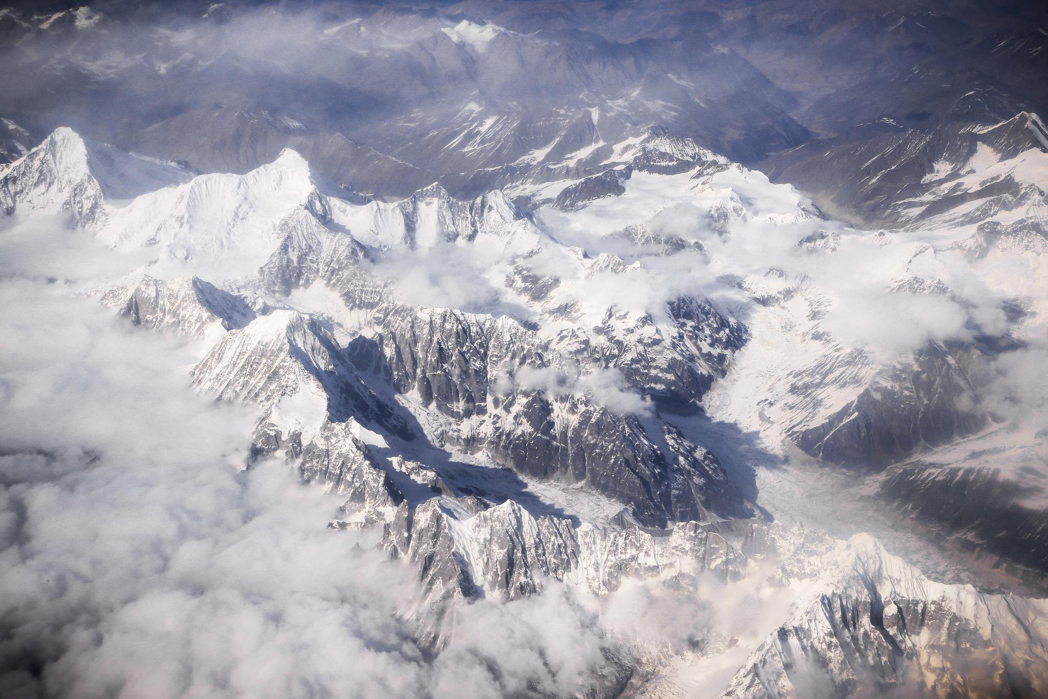 拍摄于一万米高空的西藏雪山