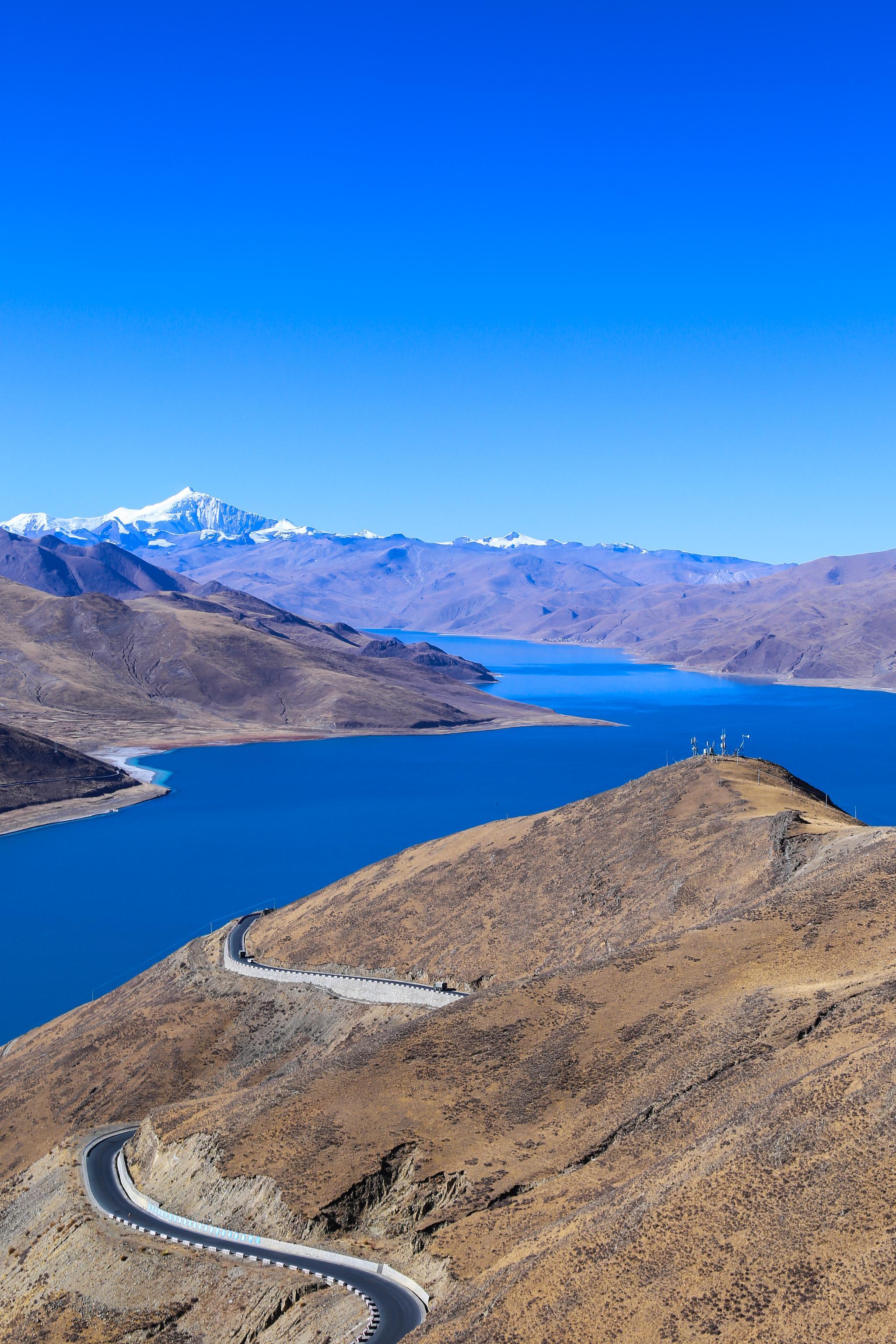 西藏三大圣湖之一的羊卓雍错湖(简称羊湖)