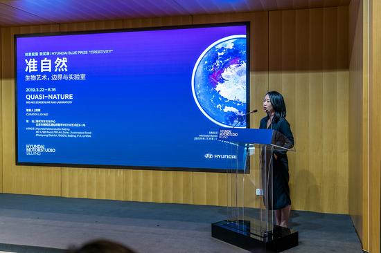 Hyundai Blue Prize 2018获奖人魏颖介绍其获奖展览 图片来源:现代汽车文化中心