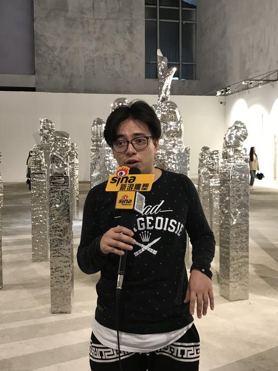 青年艺术家陈轩荣(陈志光儿子)接受采访