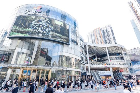 龙湖重庆北城天街开展前的场外图
