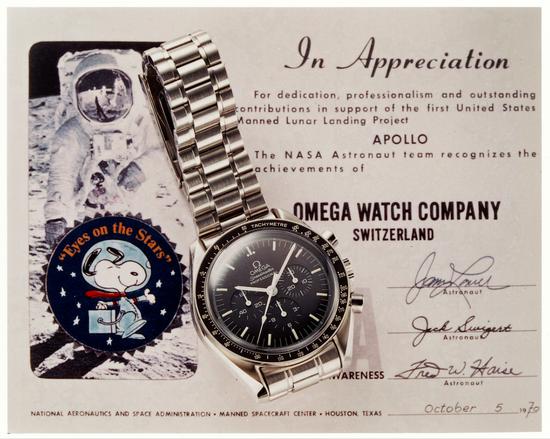 """美国国家航空航天局 (NASA) 向欧米茄颁赠最高荣誉""""史努比奖"""" (Silver Snoopy Award)"""