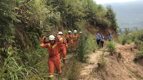 三明明溪:捕兽夹伤人 消防徒步进山救援