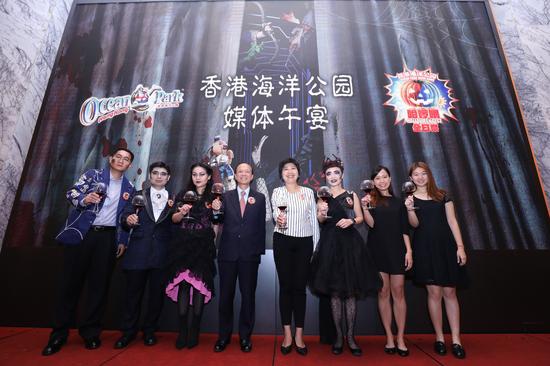 香港海洋公园行政总裁李绳宗先生率领其管理团队欢聚一堂,宣布多项精彩活动及未来发展规划