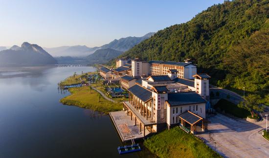 天鹅湖温泉度假酒店外部景观。