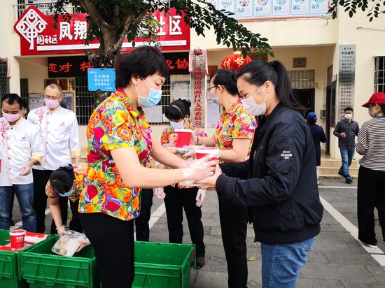 省内国内送餐送房 海南两新组织献爱心 携手共进抗疫情