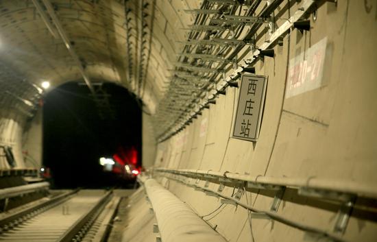 西庄站隧道内部