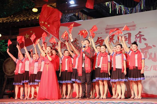 芙蓉镇·红石林度假区举行中国梦 土家情意稠国庆活动