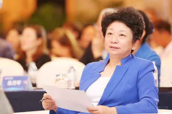 江苏省政协主席黄莉新