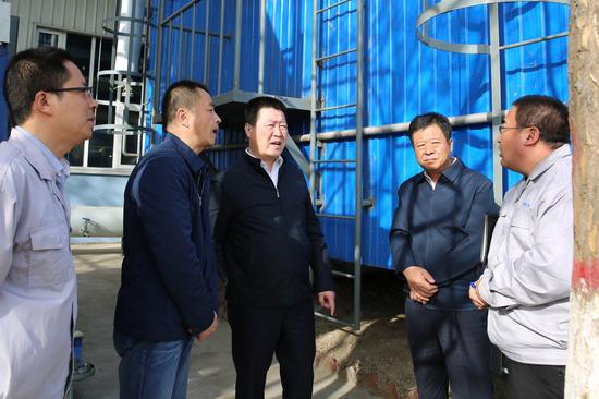 呼市环保局局长东升督察齐鲁制药206车间烘干废弃生物塔净化装置