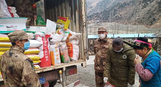 2月14日,第一批农资产品送达