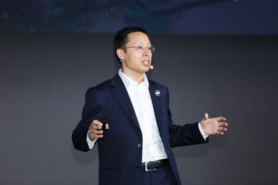 华为传送与接入产品线总裁靳玉志 宣布全面升级企业领域的智简全光网解决方案