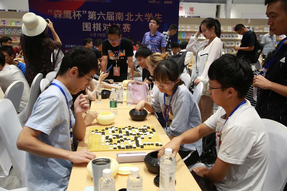 高清-南北大学生对抗赛火热开展 赛后研讨气氛轻松