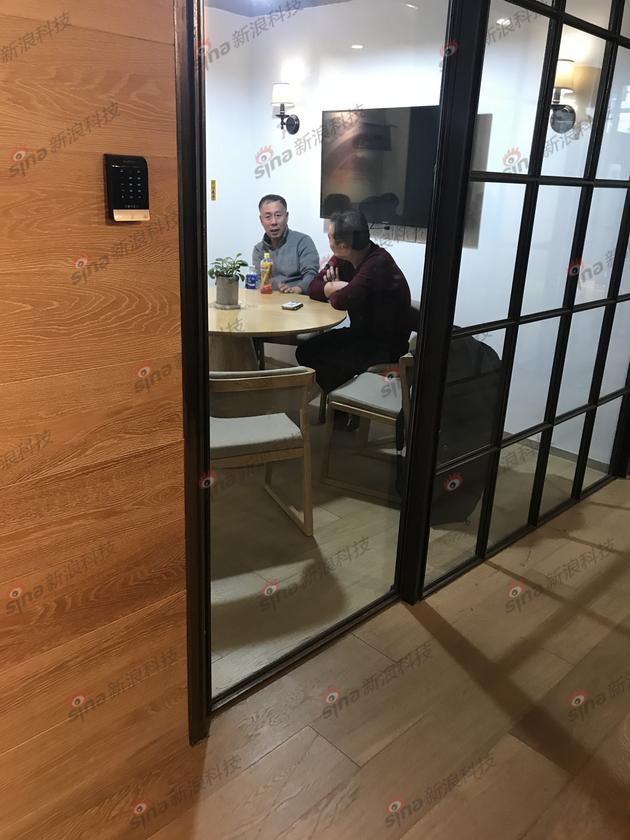 图注:天津鹿鼎科技有限公司股东,小蓝单车CEO李刚父亲李文生(左)