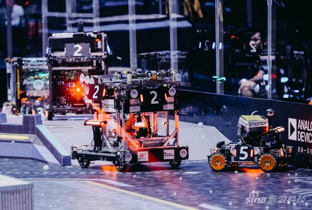 机器人激烈对战