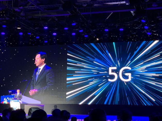 雷军:明年至少发布10款5G手机,呼吁运营商支持一号双终端