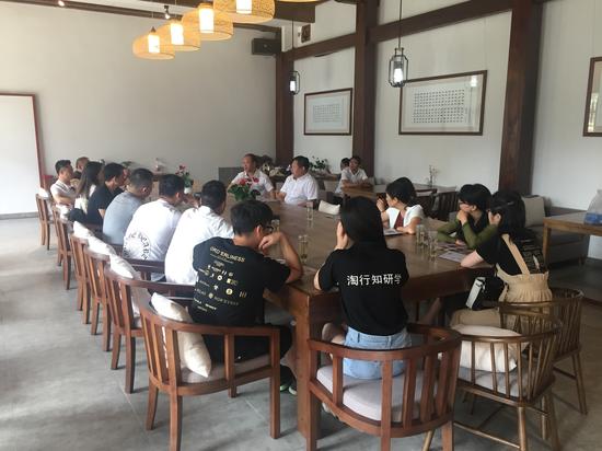 各代表在台州府城参加研讨会