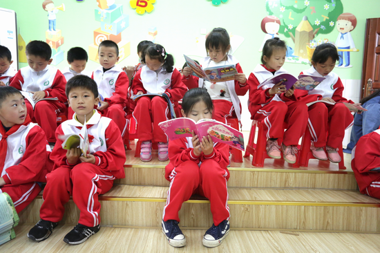 拿到自己喜欢读的书,孩子们手不释卷,有的孩子甚至列出了自己未来的阅读清单