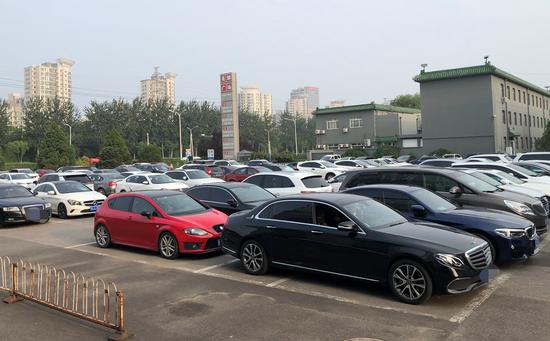 大郊亭附近的清淡停车场