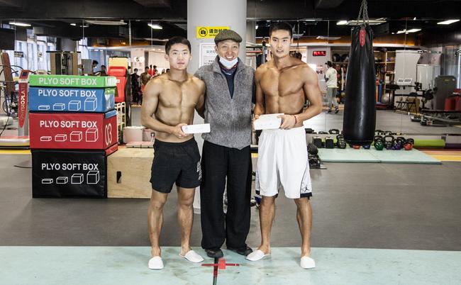 健美赛展现锻炼成果 李扬黄金比例单欢欢体脂8.2%